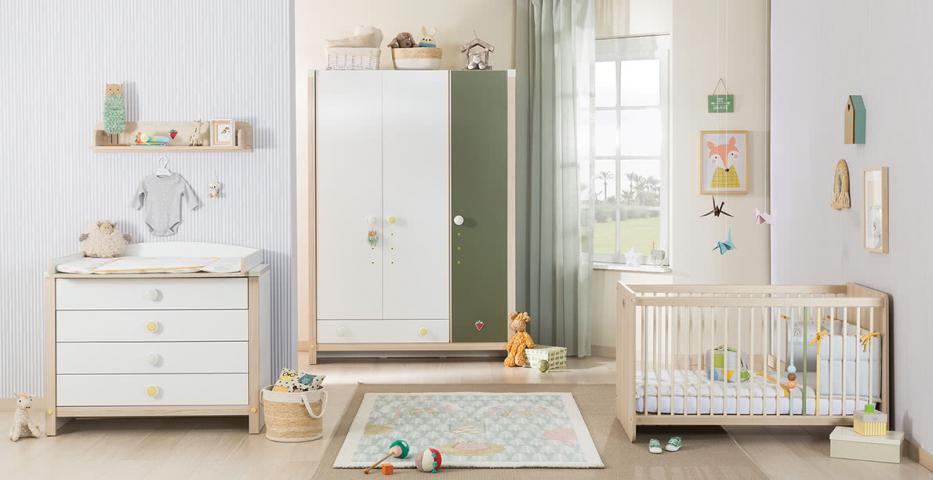 Montes babykamer peuterkamer ledikant, commode, wandschap en 3 deurs kledingkast